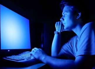 modalità notturna luce blu monitor