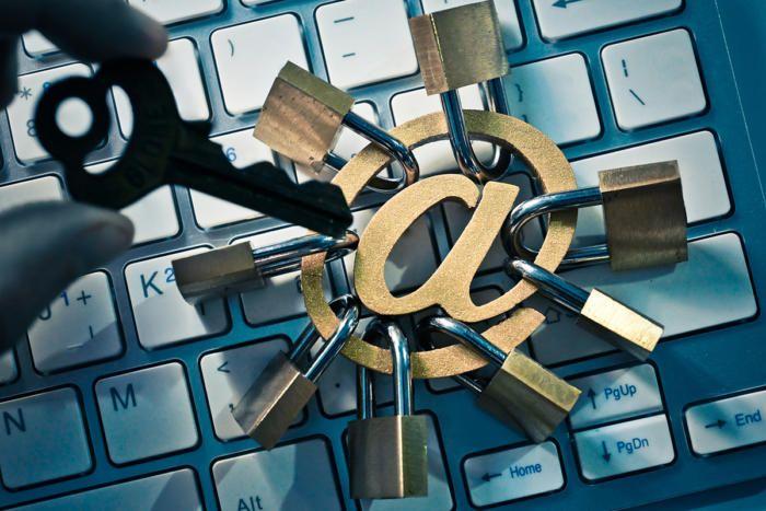 dati sensibili sono stati violati - email password