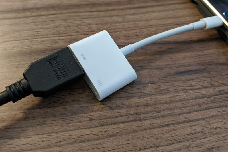 Collegare un iPhone o iPad con cavo HDMI